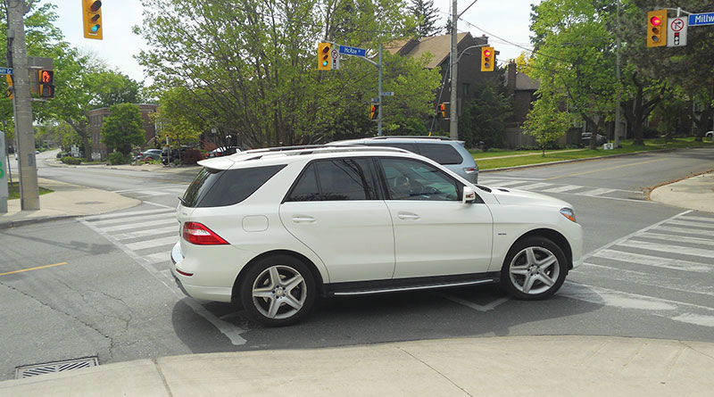 Right-turn vehicle