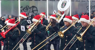 De La Sale in Santa Claus Parade