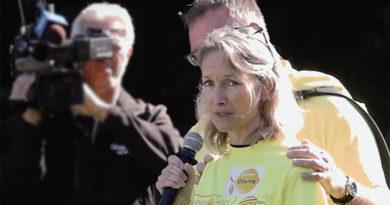 Deanne Puder addresses bladder cancer walk