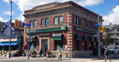 bank holdup reported at Danforth and Logan