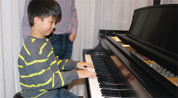 Asian pianist young boy — pic 12